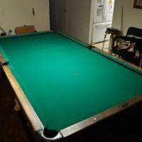 Rebco Professional Pool Table 4 1/2 x 9 Foot with Ball Return