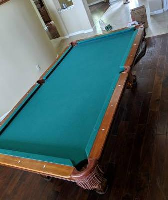 Beautiful 8' Pool Table